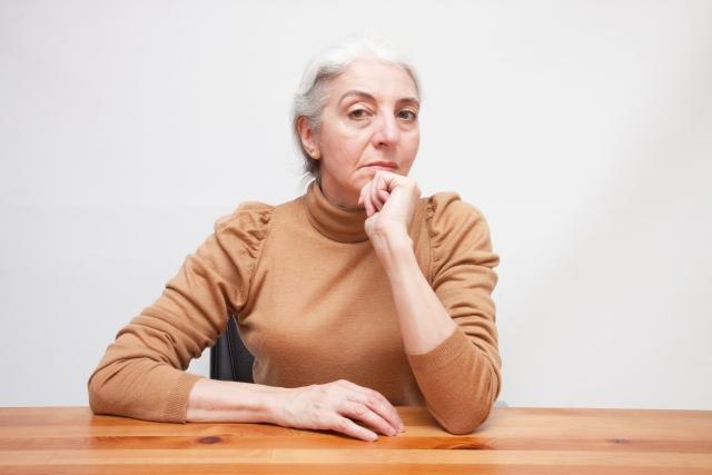 髪を白髪の原因と対策の記事のトップ用画像