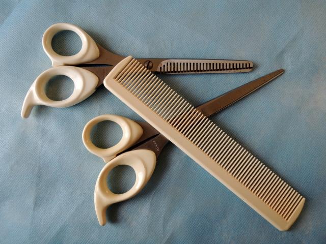 簡単に前髪をセルフカットする方法の記事の説明用画像