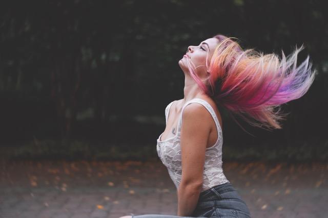 エクステが髪に与える影響とヘアケア方法の記事のアイキャッチ用画像