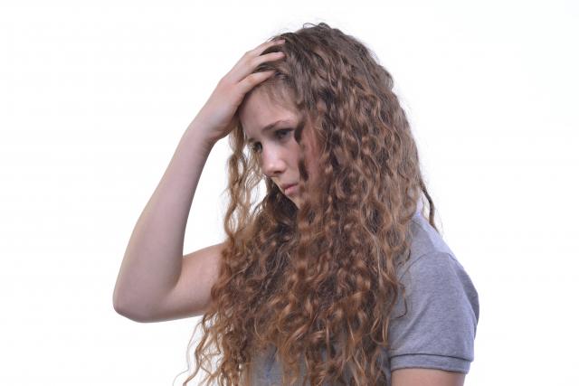 くせ毛の原因と対策の記事のアイキャッチ用画像