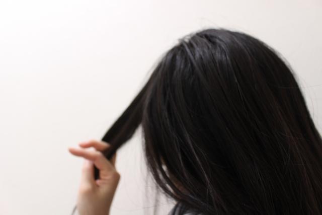 髪のうねりの原因と対策の記事の説明用画像