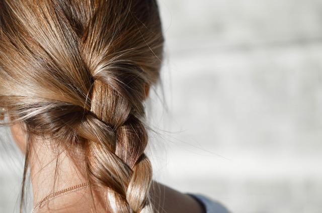 プリン髪を目立たなくさせる方法記事のアイキャッチ用画像